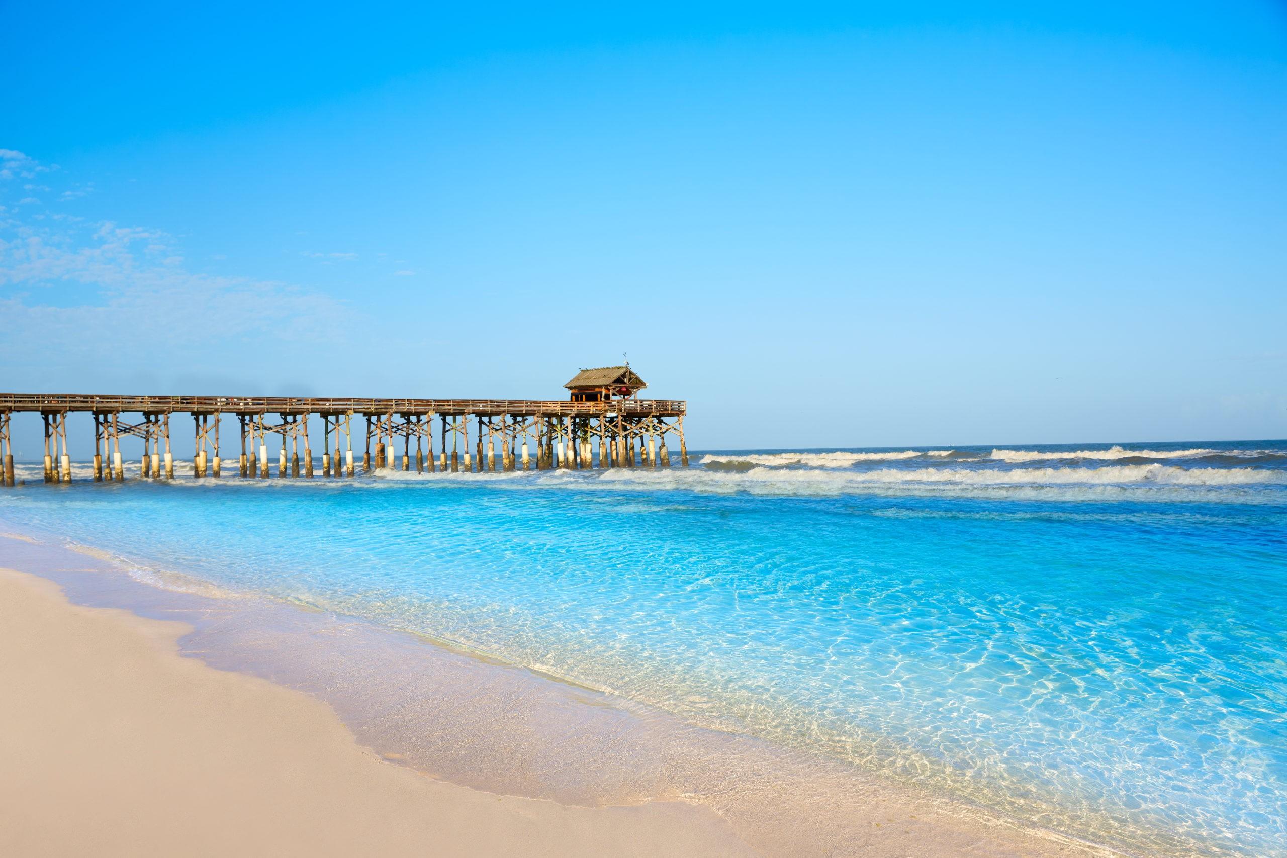 Cocoa Beach molo w Cape Canaveral na Florydzie w pobliżu Orlando, licencja: shutterstock/By lunamarina