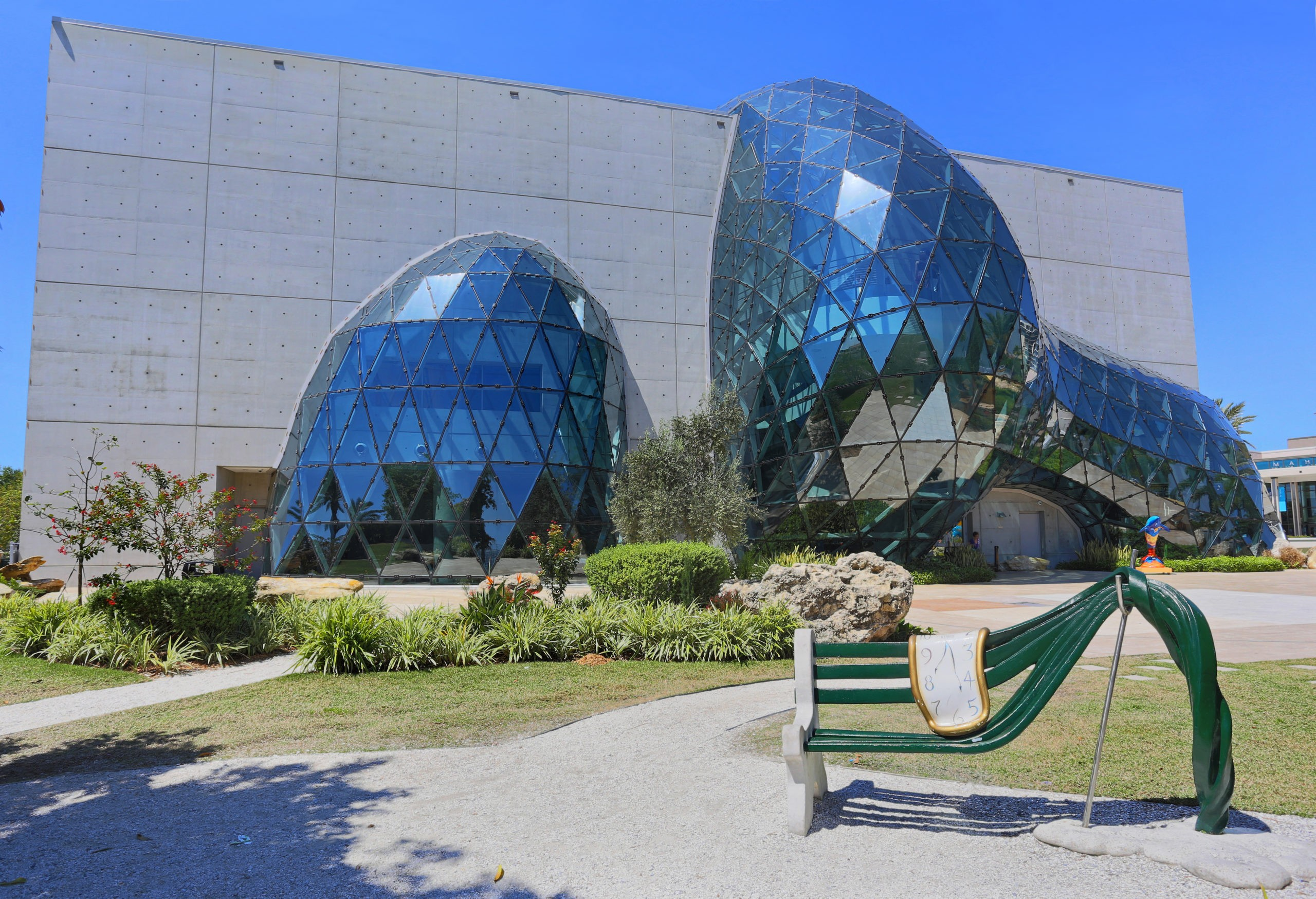 ST. PETERSBURG, FLORYDA, Salvador Dali Museum. licencja: shutterstock/By Alexander Sviridov